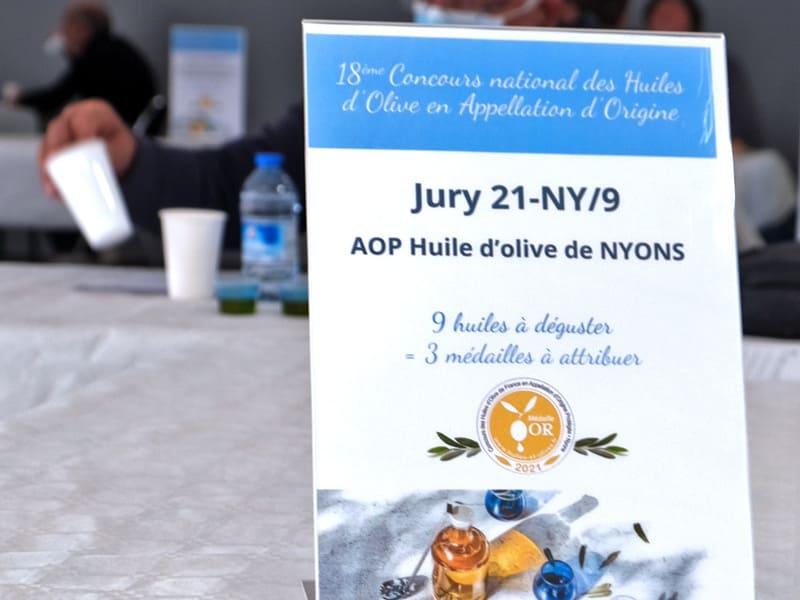 DR photo 18ème concours national huiles d'olives en AOP pancarte huile de Nyons 29 mars 2021